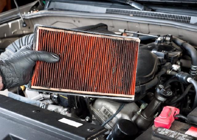 Trocando filtro de ar do carro