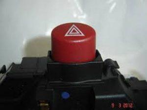 O botão vermelho é o pisca alerta