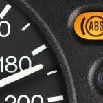 Luz do ABS acesa: o que fazer